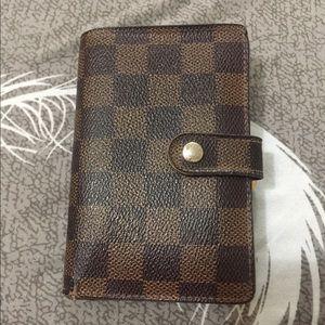 Wallet authentic